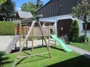 Der Kletterturm lädt die Kleinsten zum Spielen ein.
